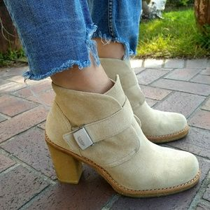 UGG Brienne Suede Ankle Boots in Sand Size 8